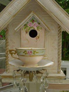 Tea cup birdhouse!