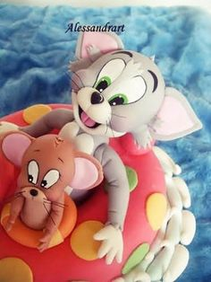 Tom and Jerry - cat and mouse Tom And Jerry Cake, Tom Y Jerry, Polymer Clay Figures, Fondant Figures, Puppies And Kitties, Cute Cats And Dogs, Reno Animal, Movie Cakes, Character Cakes