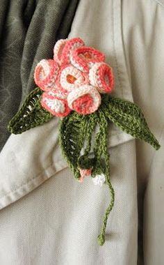 broche de flores de ganchillo