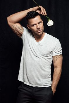 Ricky Martin and Edgar Ramirez connect with Out magazine for its February 2018 cover story. The actors promote their new show, American Crime Story: Ricki Martin, Puerto Rican Singers, Pop Musicians, Just Beautiful Men, American Crime Story, Ryan Murphy, New Shows, Man Crush, Pop Group