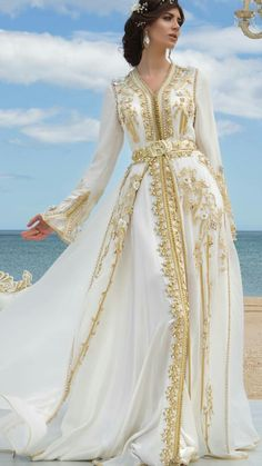 Moroccan Haute Couture Caftan 2018 - Spring Catalog - Moroccan Luxury Caftan Boutique Ca. Morrocan Dress, Moroccan Bride, Kaftan Moroccan, Moroccan Wedding, Abaya Fashion, Muslim Fashion, Muslim Evening Dresses, Prom Dresses, Wedding Dresses