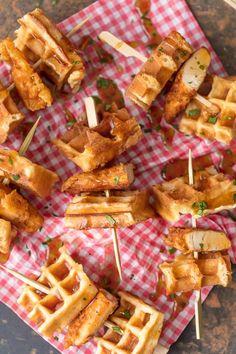 Cheese Appetizers, Yummy Appetizers, Appetizer Recipes, Recipe Chicken, Chicken Recipes, Chicken And Waffles Recipe Easy, Fried Buffalo Wings Recipe, Tapas, Waffle Sticks