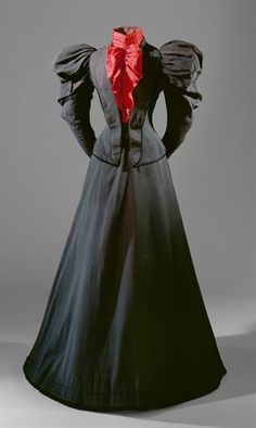 unknown country Black and red silk dress Museu Nacional do Traje - Edwardian Fashion 1890s Fashion, Edwardian Fashion, Vintage Fashion, Victorian Gown, Victorian Costume, Antique Clothing, Historical Clothing, Vintage Gowns, Vintage Outfits
