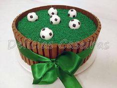 Resultado de imagem para bolo decorado bola Football Birthday Cake, Soccer Birthday Parties, Manchester United Cake, Bolo Diy, Soccer Ball Cake, Buy Cake, Sport Cakes, Candy Cakes, Number Cakes