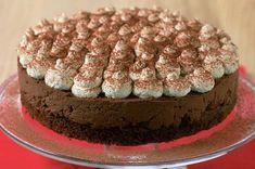 Chocolate tiramisu cake - 40 Christmas cake ideas - Food Pictures - Gallery - Recipes - goodtoknow