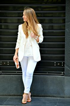All in white All Fashion, Fashion Beauty, Fashion Outfits, Style Fashion, Human Poses, Sexy High Heels, Pretty Woman, Barefoot, White Jeans
