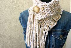 Cream Soda Cowl/Scarf w/ Fringe Yarn Projects, Knitting Projects, Crochet Projects, Loom Knitting, Knitting Patterns, Crochet Patterns, Crochet Scarves, Knit Crochet, Crochet Hats