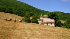 Property for sale in Le Marche Castelraimondo Italy - Country House http://www.italianhousesforsale.com/property-italy-casa-sognatore-1648.html