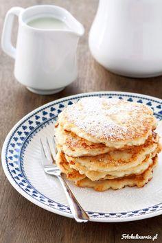 Małdrzyki krakowskie, to tradycyjne placki twarogowe z Małopolski, podawane na słodko, najczęściej z cukrem pudrem.