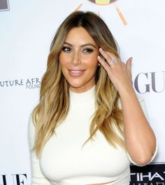 Kim Kardashian s'essaye au blond en 2013.