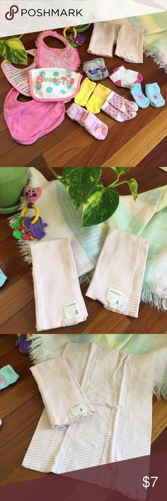 Baby bib and sock bundle!! 👶🏻 PreLOVED bundle of four bibs, two burp clothes from burt's bees 🐝 and 6 pairs of socks. Good condition! Accessories