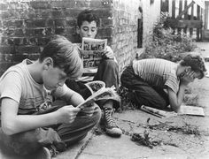 The Little Fugitive, Ray Ashley, Morris Engel, Ruth Orkin, 1953 People Reading, Book People, Kids Reading, Vintage Photographs, Vintage Photos, Film Le, How To Read People, Lectures, Old Pictures