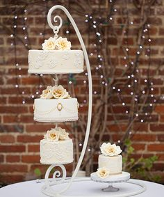 Hanging Cake, Hanging Wedding Cake, Chandelier Cake, Upside down Cake, Gifted Heart Cakes,