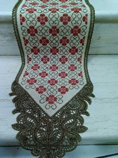 Τραβέρσα Cross Stitch Embroidery, Cross Stitch Patterns, Palestinian Embroidery, Christmas Stockings, Needlework, Tassels, Projects To Try, Cushions, Diy Crafts