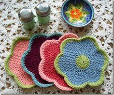 Lily ~Primrose dishcloth~ http://lovethebluebird.blogspot.com/2012/07/primrose-dishcloth.html