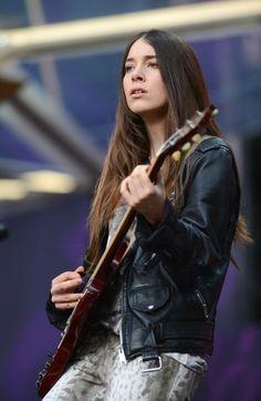 "Danielle Haim Photos Photos: Show At ""Chime For Change: The Sound Of Change Live"" Concert Danielle Haim, Women Of Rock, Guitar Girl, Riot Grrrl, Female Guitarist, Bass, Girl Bands, Celebs, Celebrities"