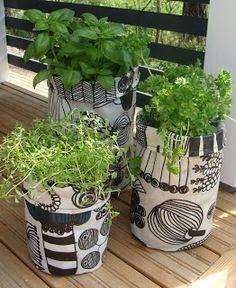 Marimekko for plants. Marimekko Fabric, Artwork Images, Corner Designs, Outdoor Plants, Green Plants, Indoor Garden, Houseplants, House Colors, Decoration
