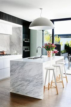 Modern Kitchen Decor : Modern marble kitchen dark feature cabinets but there is a lot of natural light Modern Kitchen Design, Interior Design Kitchen, Kitchen Designs, Modern Interior, Bar Interior, Bar Designs, Modern Design, Stylish Interior, Kitchen Contemporary