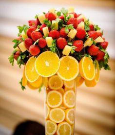 New fruit display wedding edible arrangements Ideas Fruit Centerpieces, Edible Arrangements, Centerpiece Wedding, Flower Arrangements, Fruit Smoothies, Fruit Platter Designs, Fruit Display Wedding, Deco Fruit, Fruits Decoration