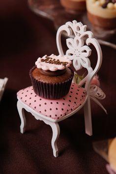Cadeirinha com docinho, decoração marrom e rosa | #daJuuh