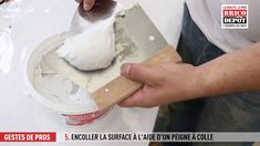 Comment remplacer un carreau de carrelage cassé ? Make It Yourself, Stuff Stuff, Letter Case, Tile, Bricolage
