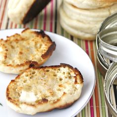 """Just Like """"Thomas'"""" English Muffins: Alton Brown is the source of this recipe, and the man is a genius! These English muffins are amazing! English Muffin Recipes, Homemade English Muffins, Pasta, Thomas English Muffins, Table D Hote, Brown Recipe, Crumpets, Copycat Recipes, Bread Baking"""