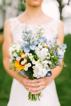 Super pretty sunflower bouquet - the blue flowers and little white daisies are darling!