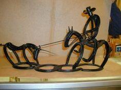 Decisive work in metal welding Watch Horseshoe Projects, Horseshoe Crafts, Horseshoe Art, Lucky Horseshoe, Welding Art Projects, Metal Projects, Metal Crafts, Welding Ideas, Diy Welding