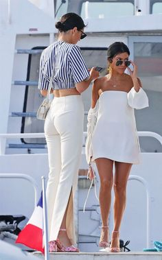 I Never Thought I Would Get the Cycling-Shorts Trend Until I Saw This Outfit Kourtney Kardashian style: robe blanche à l'épaule Summer Vacation Outfits, Trendy Summer Outfits, Cute Outfits, Summer Dresses, Vacation Fashion, Vacation Style, Sun Dresses, Casual Summer, Summer Party Outfits