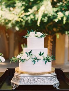 Three tier greenery wrapped wedding cake: Photography: Mallory Dawn - http://mallorydawn.com/