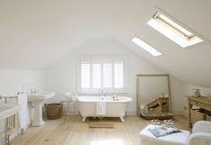 Summer Cottage Inspiration - Home Bunch – Interior Design Ideas Attic Renovation, Attic Remodel, Attic Bathroom, White Bathroom, Master Bathroom, Open Bathroom, Relaxing Bathroom, Natural Bathroom, Luxury Interior Design