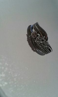 Beautiful sliver right with diamond / can be brought from Hsamules