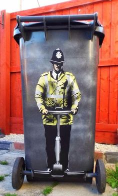 Banksy makes garbage cans into a gallery. What if every city had a Banksy that would make garbage night an aspirational task. 3d Street Art, Street Art Banksy, Street Art Utopia, Banksy Art, Amazing Street Art, Best Street Art, Street Artists, Bansky, Berlin Graffiti