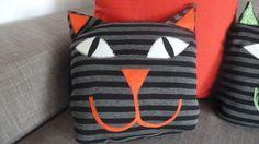 Crochet Cat Cushion Kitty Ideas For 2019 Crochet Patterns Amigurumi, Crochet Blanket Patterns, Cat Merchandise, Cat Crafts, Kids Crafts, Cat Cushion, Bag Pattern Free, Cat Pillow, Homemade Toys