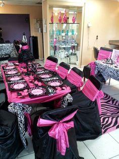 Table at a Pink poodle in Paris party #paris #poodle #partytable