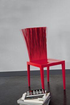 couleur decoration mur peinture gris perle chaise rouge intense