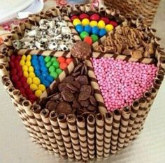 A cake basket made with my own fair hands Torta Candy, Candy Cakes, Cupcake Cakes, Cupcakes, Beautiful Cakes, Amazing Cakes, Sweetie Cake, Cake Basket, Cool Cake Designs