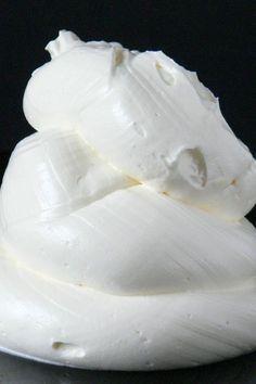 Máslový krém nastavený bílkovým sněhem