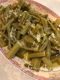 Pazı saplarını bir de böyle deneyin İlkaycım teşekkürler... Pazı Sapı Salatası Malzemeler; -1 bağ pazı -2 diş s...