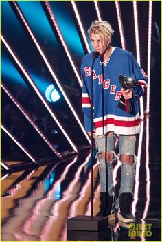 Justin Bieber Takes Home Three Awards at iHeartRadio Music Awards 2016 | justin bieber wins male artist of the year 2016 iheart radio awards 01 - Photo