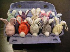 Det er bare ikke meget påskepynt, jeg har nået at lave i år - faktisk er det kun blevet til opskriften på de farverige cirkel høns -... Diy Clothes, Straw Bag, Bunny, Easter, Creative, Inspiration, Crocheting, Crochet Flowers, Lily