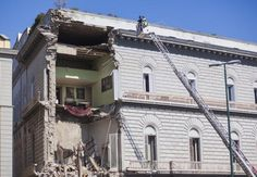 Paura alla Riviera di Chiaia: crolla un palazzo   © Machi di Pace - Campania Su Web