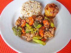 Yes Food Brasil - Linha SPA 380gr - Empratado, filé de porco com legumes oriental, arroz sete grãos, maçã assada com mascavo e canela.
