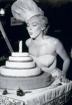 """Happy Birthday to Marilyn ! She would have been 87 today !   Have a wonderful Saturday ! One of my favorite quotes :)   """"Keep smiling because life is a beautiful thing, & there is so much to smile about""""   ~Marilyn Monroe~"""