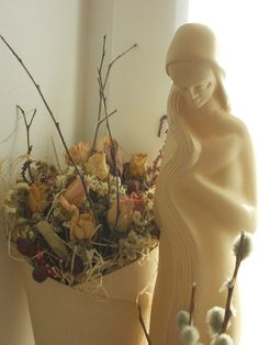 my madonna with DIY nosegay Nosegay, Madonna, Wreaths, Fall, Diy, Home Decor, Flower Wrap, Autumn, Do It Yourself