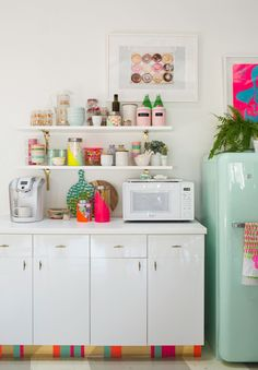 love this colorful kitchen...