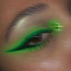 Shego from Kim P in an eye look Day Makeup, Makeup Goals, Makeup Inspo, Makeup Inspiration, Makeup Tips, Beauty Makeup, Easy Breezy Beautiful Covergirl, Devon, 1980 Makeup