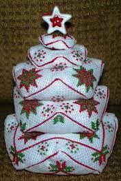 Christmas biscornus......Sapins en biscornus - Le Blog des Dames