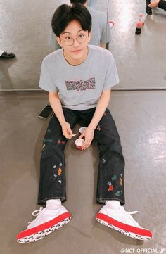 """nctinfo: """"""""NCT_OFFICIAL_JP: Resting between rehearsals📸 The members were all comfortably relaxing and happily ate the ice cream that was available as a snack. Spotify on Stage in MIDNIGHT SONIC."""