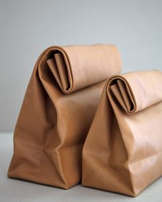 SACO DE PAPEL pure - Leather version of the brown paper bag, crafted with a single piece of vegetable dyed calfskin Leather Clutch, Tan Leather, Clutch Bag, Leather Bags, My Bags, Purses And Bags, Upcycling Design, Sacs Design, Vegetable Tanned Leather